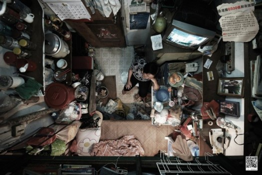 the-unseen-tiny-apartments-of-hong-kong-4